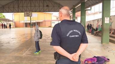 Depois de reportagem, Prefeitura escala Guada Municipal para fazer segurança de escola - Em 2017, foram mais de 600 arrombamentos em escolas e creches de Curitiba.