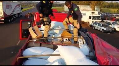 Motorista é preso ao transportar anabolizante no meio da carga de feijão - A polícia rodoviária federal apreendeu 15 caixas de medicamentos e anabolizantes trazidos do Paraguai