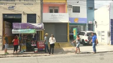 Bandidos roubam clientes e funcionários em loja no Centro de Campina Grande - Os comerciantes reclamam dos constantes assaltos.