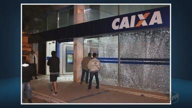 Criminosos explodem duas agências bancárias em Lambari (MG) - Criminosos explodem duas agências bancárias em Lambari (MG)