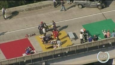 Equipes de socorro relembram atendimento às vítimas do engavetamento em Jacareí - Duas pessoas morreram no acidente. 20 tiveram ferimentos leves.