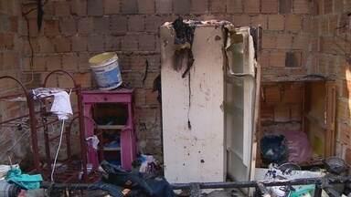 Mulher é suspeita de atear fogo em casa na Zona Leste de Manaus - Fato aconteceu no bairro Colônia Antônio Aleixo, na Zona Leste.
