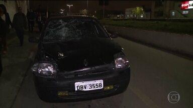 Polícia de SP procura atropelador que arrastou ciclista por dois quilômetros - Atropelamento foi na Marginal Pinheiros. Atropelador foi denunciado pela própria filha.
