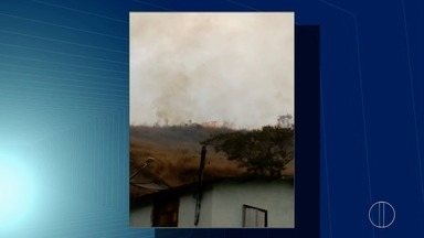 Dois incêndios atingem a vegetação em Petrópolis, na Serra do Rio, nesta quinta-feira (31) - Confira a seguir.