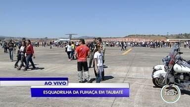 Taubaté recebe apresentação especial da Esquadrilha da Fumaça - Apresentação faz parte da festa de aniversário de 31 anos do Cavex, o comando de aviação do exército
