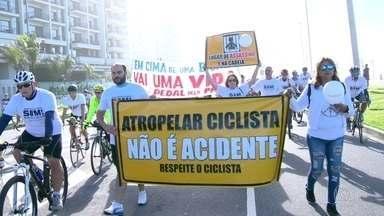 A morte do ciclista Hélio Crespo mobilizou centenas de pessoas - Parentes, amigos e ciclistas participaram de um protesto na praia da Reserva.