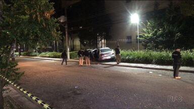 Polícia diz já ter os suspeitos pelo crime no bairro Rebouças - Duas pessoas foram mortas e uma baleada dentro de um carro na noite de domingo(03)