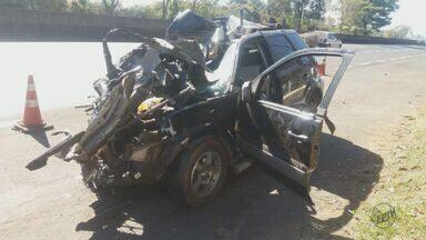 Acidente na Rodovia Washington Luís deixa dois mortos e um ferido - Batida envolveu três carros e um caminhão.