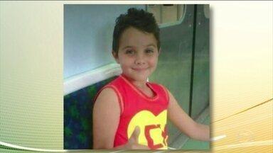 É gravíssimo o estado de saúde do menino baleado na cabeça durante um arrastão no RJ - No hospital, Renan dos Santos Macedo, de oito anos, sofreu nove paradas cardíacas.