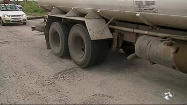 Motoristas reclamam de buracos na PE-149 - Estrada dá acesso a municípios como Altinho, Agrestina Ibirajuba.