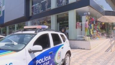 Bandidos levam R$ 88 mil de loja no Centro comercial de Macapá - Mais uma invasão a uma loja foi registrada na capital. Bandidos arrombaram o cofre, levaram o dinheiro, e danificaram sistema de vigilância eletrônica.