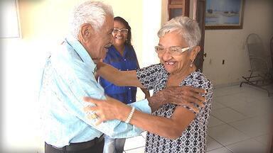 Cercando o idoso de cuidados no tratamento do Alzheimer - É importante criar uma rede de apoio, envolvendo todos os parentes.