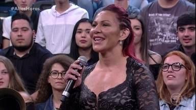 Cris Cyborg diz que está invicta há 12 anos - Lutadora afirma que está muito feliz por trazer o cinturão para o Brasil