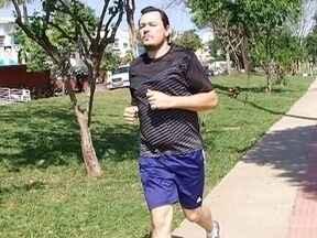 Homem perde 40 quilos com atividades físicas e alimentação regrada - Conheça a história do Cristiano no quadro 'Perdendo Peso, Ganhando Saúde'.