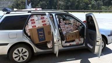 Jovem é flagrado com carro 'lotado' de caixas de cigarro em Itu - Um rapaz de 23 anos foi preso em flagrante com caixas de cigarro dentro do carro na manhã deste domingo (10), na rodovia Castello Branco, em Itu (SP).