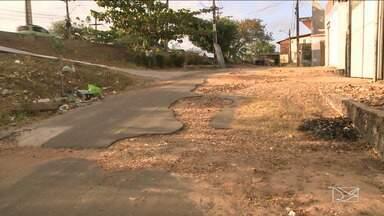 Buracos são motivo de reclamação de moradores em bairro de São Luís - Moradores reclamam dos buracos no bairro Jacaraty em São Luís.