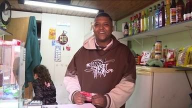 Empreendedorismo movimenta a economia - Veja o exemplo do morador de Paraisópolis, Anderson Oliveira, que abriu o seu próprio negócio para poder sustentar a família.