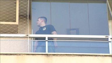 PF e o MP fazem busca e apreensão no apartamento do ex-procurador Marcello Miller no RJ - Os policiais federais ficaram uma hora e meia no apartamento na Lagoa, Zona Sul do Rio, e saíram levando sacolas com documentos e arquivos digitais.