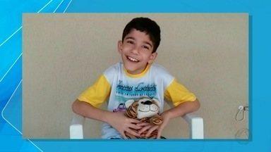 Criança de Campo Grande faz cirurgia acompanhado de urso de pelúcia - O tigrão é companhia do pequeno Gustavo desde os dois anos.