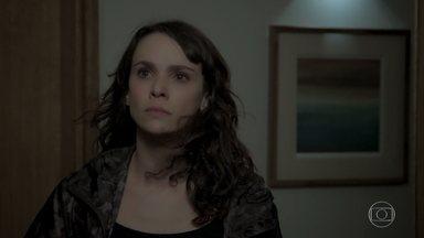 Mira discute com Irene, e Caio ouve a conversa das duas - Garcia afirma que quem atentou contra Elvira foi Solange