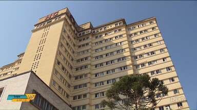 Hospital de Clínicas da UFPR adia contratação de funcionários concursados - A contratação marcada para outubro de 2017 foi adiada para janeiro de 2018.