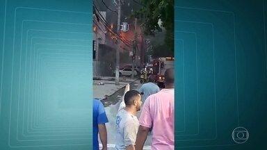 Bombeiros controlam incêndio em supermercado desativado no Méier - Chamas atingiram uma construção na Avenida Dias da Cruz. Ninguém ficou ferido.