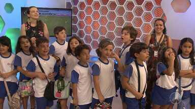 Festa na redação: grupo de crianças faz passeio pelas instalações da TV Bahia - Veja como foi a farra dos pequenos estudantes.