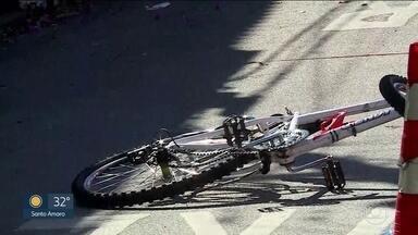 Ciclista morre atropelado por ônibus em SP - Testemunhas disseram que o homem sempre passada pelo local do acidente e aparentava ter 30 anos.