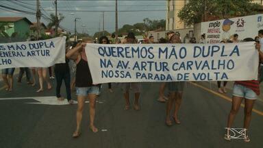 Moradores realizam protesto no bairro Turu em São Luís - Manifestação foi contra as alterações no trânsito em avenidas da área como a Avenida General Arthur Carvalho