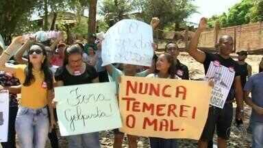 Moradores protestam durante passagem de Michel Temer pelo Tocantins - Moradores protestam durante passagem de Michel Temer pelo Tocantins