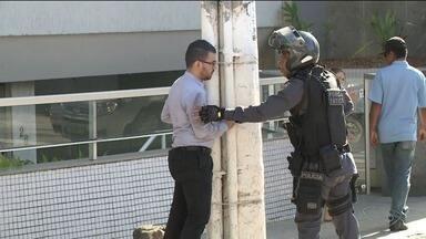 Pedestre é atropelado quando atravessava na faixa em Cachoeiro, no Sul do ES - Atropelamento aconteceu durante perseguição policial.