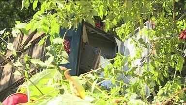 Ônibus cai em ribanceira em rodovia de SP e deixa 3 mortos e 30 feridos - Motorista foi preso; segundo testemunhas ele dirigia em alta velocidade.