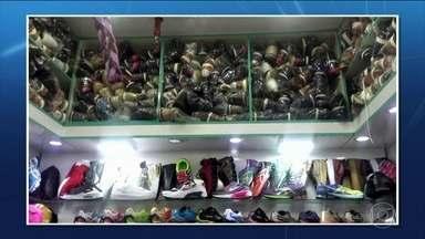 EUA citam 25 de março, em SP, entre os maiores distribuidores de pirataria - Receita Federal descobre 20 depósitos clandestinos em lojas do shopping. Operação de combate à pirataria apreendeu 14.646 sacos de mercadorias.