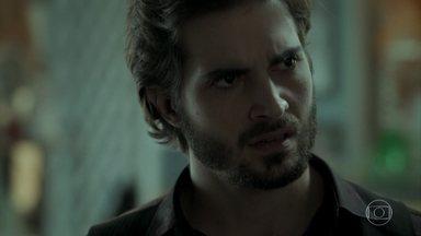 Ruy descobre o endereço em que Ivan está - Ivan se assusta ao ver o irmão