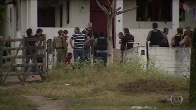 Polícia de Pernambuco prende três suspeitos de atirar em jornalista - Alexandre Farias, da TV Asa Branca, foi baleado na cabeça e está em estado grave. De janeiro a agosto, quase 4 mil pessoas foram assassinadas em Pernambuco.