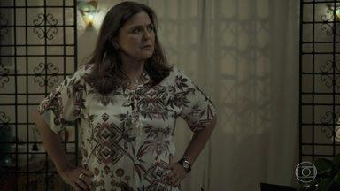 Aurora enfrenta capangas de Rubinho - Mãe de Bibi não deixa os bandidos levaram Dedé para ver o pai