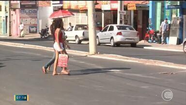Sinalização apagada atrapalha trânsito de pedestres e motoristas em Teresina - Sinalização apagada atrapalha trânsito de pedestres e motoristas em Teresina