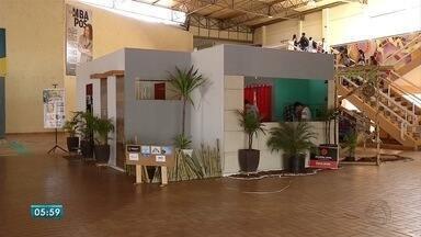 Universitários criam casa com ambientes temáticos em Dourados - Estudantes de arquitetura tiveram o desafio de, em uma pequena casa, criar ambientes de acordo com a cultura de alguns estados. O resultado animou os universitários.