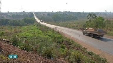 Motoristas reclamam de buracos no Anel Viário de Rondonópolis - Motoristas reclamam de buracos no Anel Viário de Rondonópolis.