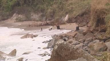 Defesa Civil da capital decreta situação de emergência em praias por causa da maré alta - Defesa Civil da capital decreta situação de emergência em praias por causa da maré alta