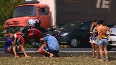 Mulher morre atropelada após cair de moto na Rodovia Dom Pedro I, em Campinas - Pista ficou fechada por mais de duas horas causando congestionamento no local.