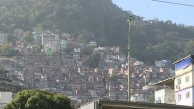 Traficantes da Rocinha estão cobrando pelo botijão gás - Desde que dois grupos de traficantes passaram a se enfrentar, moradores estão vivendo no meio de uma guerra.