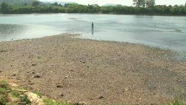 Rio Iguaçu está com nível baixo devido a falta de chuva - Moradores estão impressionados com a situação da água, e alguns relembram a situação no começo dos anos 2000.