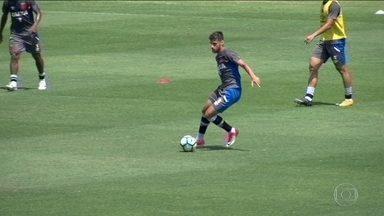 2eb684bff7 2 min. Assistindo. Guilherme Costa pode ganhar chance ...