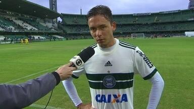 Keirrison tenta explicar mau momento e presença do Coritiba na zona de rebaixamento - Em jogo muito movimentado, Alvinegro vence no Couto Pereira