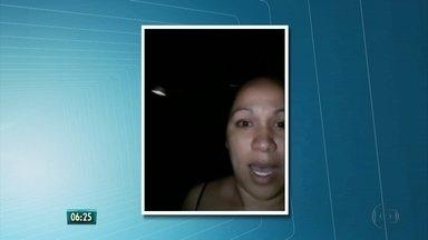 Moradores de Camaragibe denunciam falta de iluminação em rua, no Grande Recife - Na Rua Francisco do Piauí, no Loteamento Santana, nenhuma das lâmpadas dos postes funciona