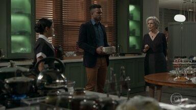 Sabine e Madalena discutem por causa de Dom - Lígia entra na cozinha para tentar acalmar os ânimos