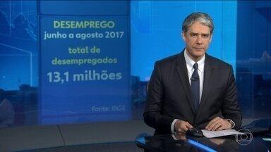 Desemprego cai pela quinta vez seguida e fica em 12,6% no trimestre encerrado em agosto - Brasil tem 13 milhões de desempregados, 1,1 milhão a mais do que no mesmo período de 2016.
