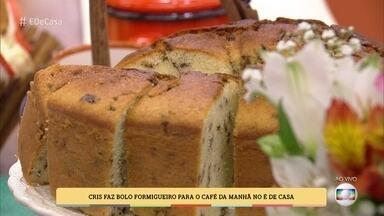 Cris faz bolo formigueiro para o café da manhã no 'É de Casa' - Confira a receita!