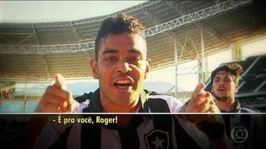 Roger é homenageado pelos companheiros do Botafogo - Roger foi diagnosticado com tumor renal e não jogará mais esse ano.